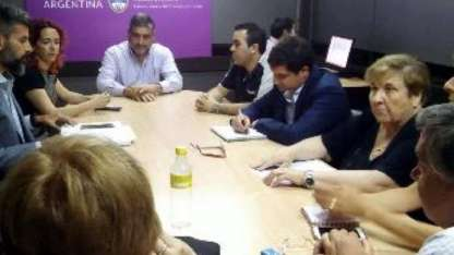 Una imagen de la reunión de ayer con Ampros.