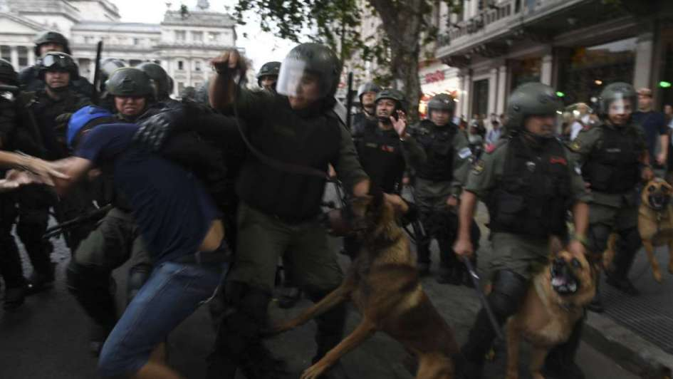 Buenos Aires está sitiado hay mucha tensión y #AlCongresoPorLosJubilados es TT