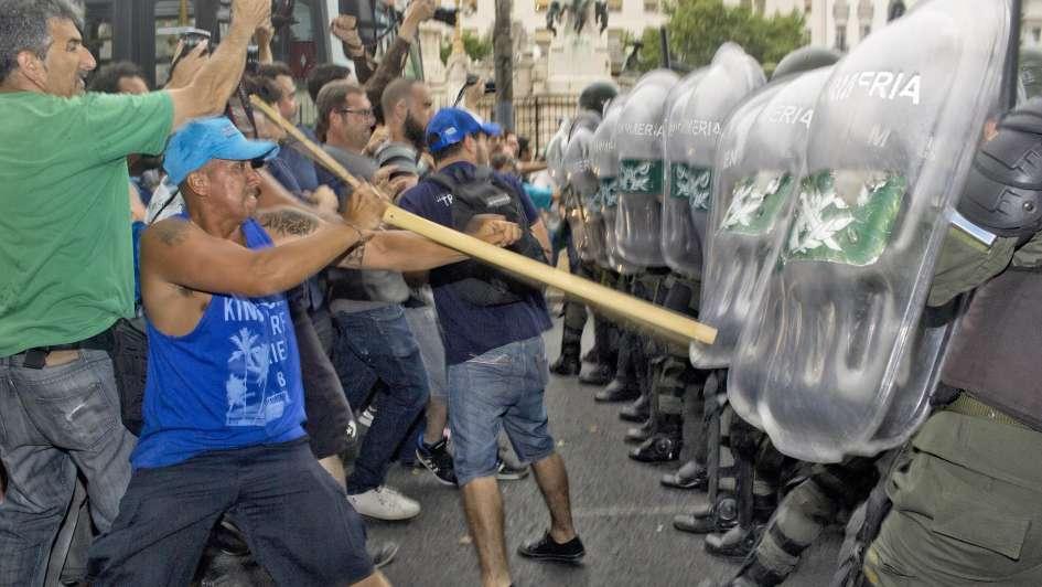Tensión, marchas y piquetes en la Ciudad contra la reforma previsional