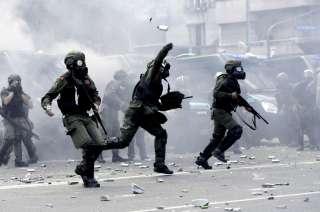 La Gendarmería rodeó el Congreso y reprimió a los manifestantes que intentaron acercarse para protestar.