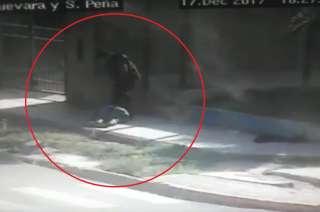 El sospechoso fue derribado de un tiro cuando escapaba.