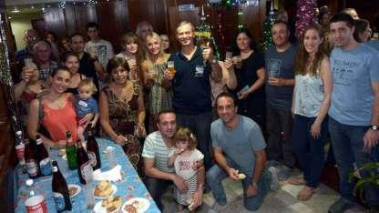 Los participantes del brindis, que se realiza todos los años en el edificio de calle Buenos Aires 136.