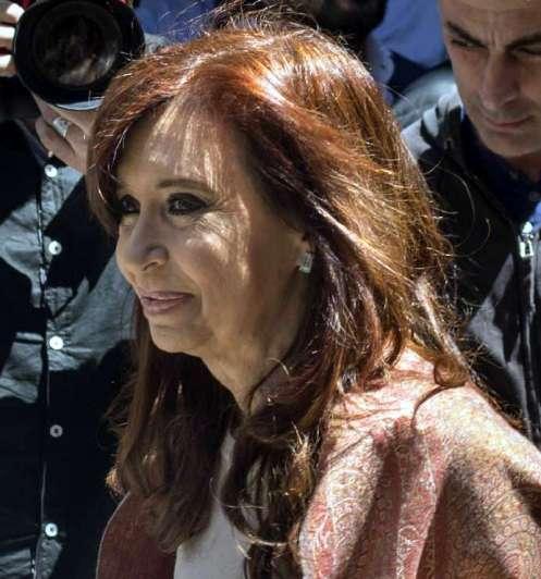 Familiares de víctimas de la AMIA piden que juzguen a Cristina por