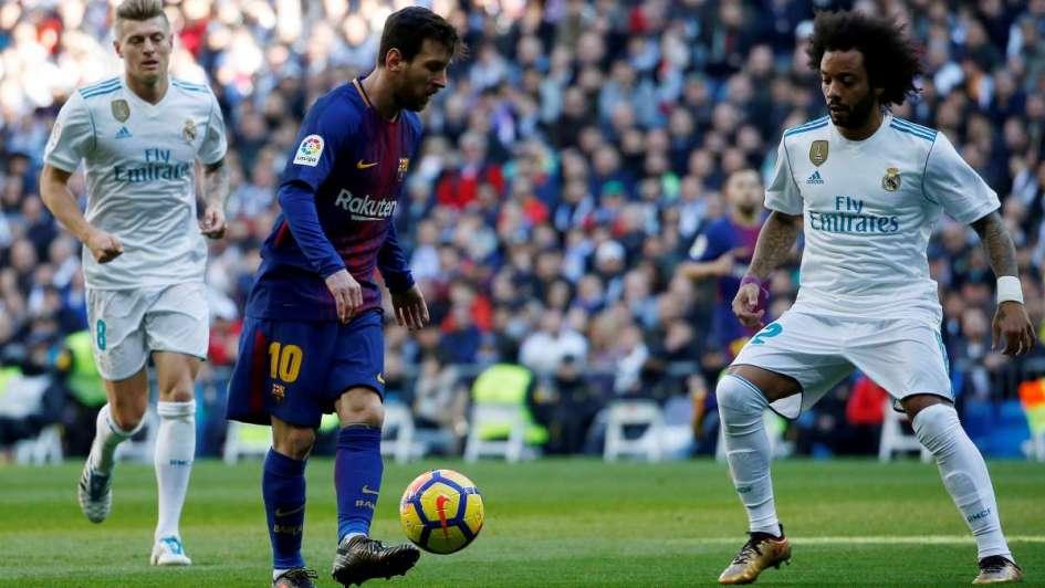 ¡Lo que faltaba! Messi y su asistencia descalzo