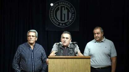 Carlos Acuña, Juan Carlos Schmid y Héctor Daer, la conducción colegiada de la CGT.
