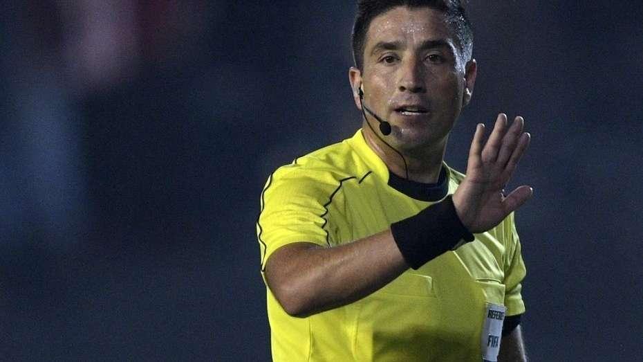 Eduardo Gamboa estaría seis meses fuera del referato y perdería condición FIFA