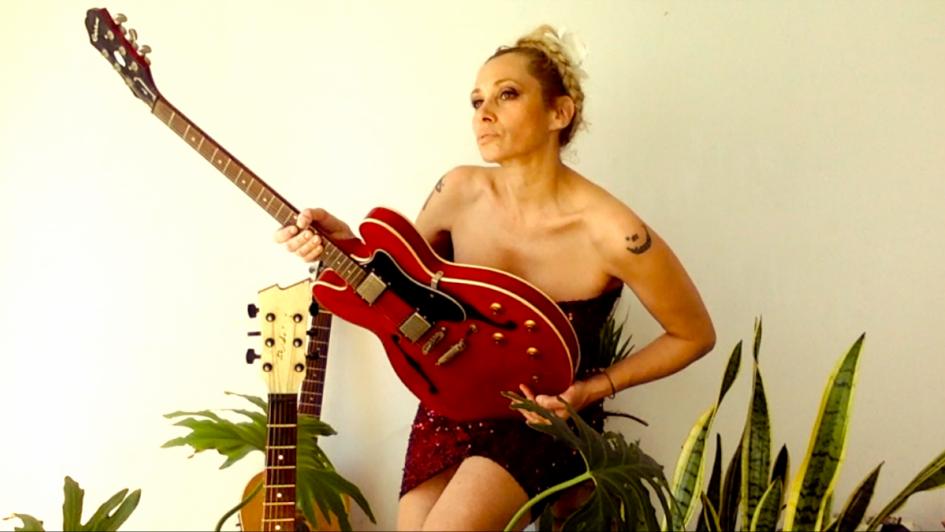 Cachengue y transparencias: Érica García presentó nueva canción
