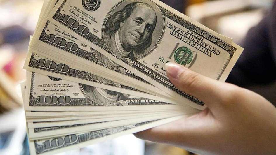 El dólar alcanzó los .61 — Récord histórico