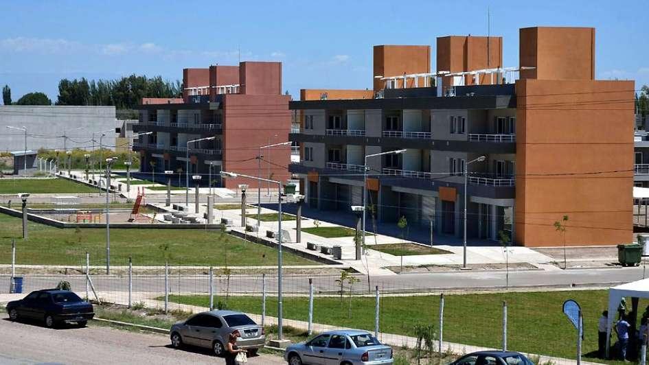 Comenzaron a entregar casas del barrio Néstor Kirchner, el más grande del Este