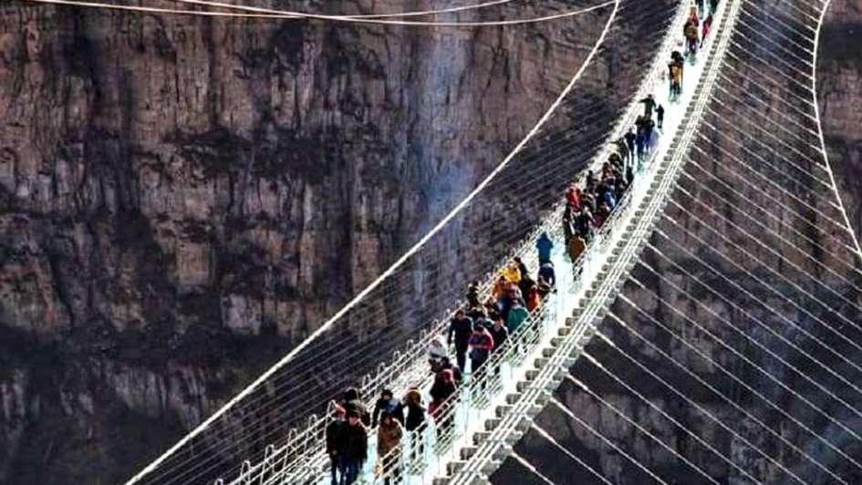 China y el puente de cristal más largo del mundo