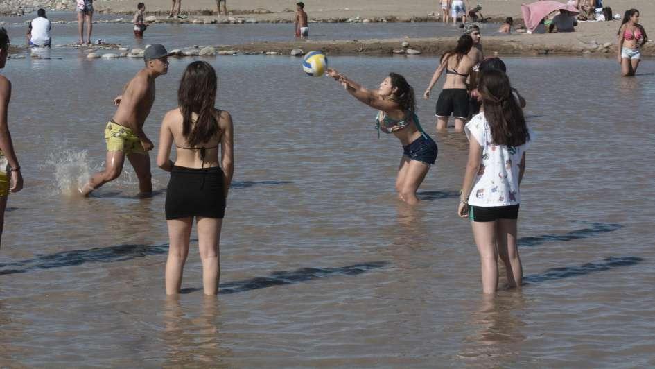 La playita del río Tunuyán es furor en San Carlos