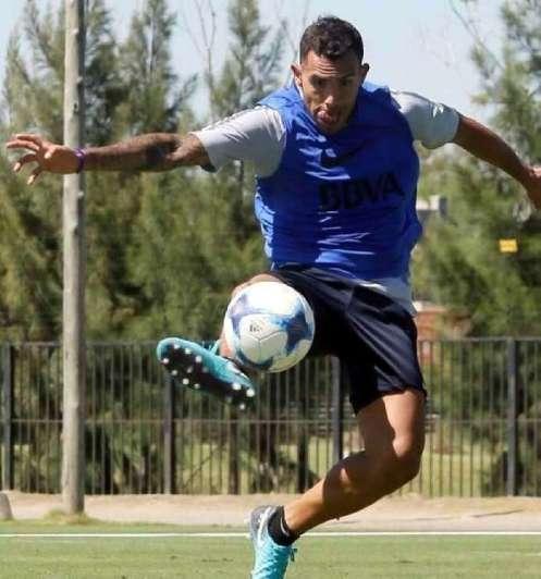 Carlos Tevez empezó su preparación con la pelota para recuperar ritmo