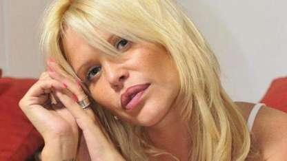 Nazarena Vélez desafió a Sol Pérez con una sesión de fotos en la pileta
