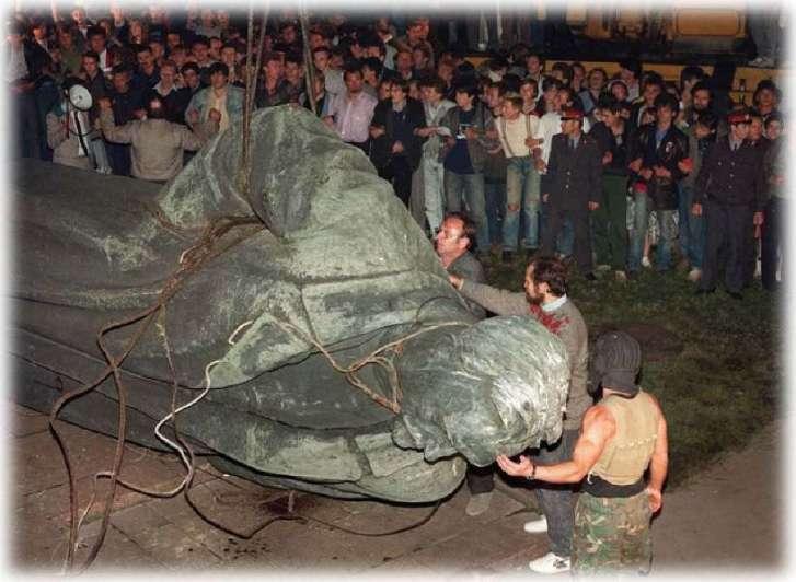 A 27 años de la caída de la URSS - Por Juan Guillermo Milia
