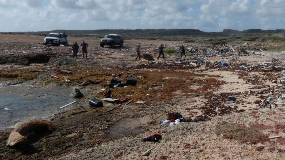 Al menos 4 muertos y 20 desaparecidos por el naufragio de una lancha que huía de Venezuela