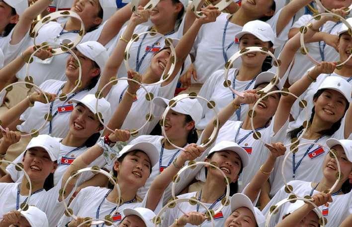 Norcorea envía a Surcorea un ejército de lindas porristas