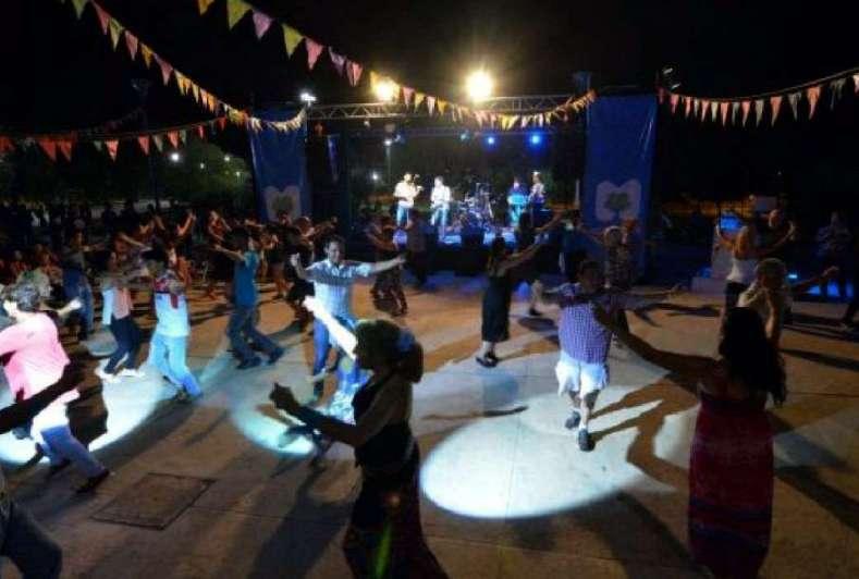Sábados de baile por la noche en Ciudad
