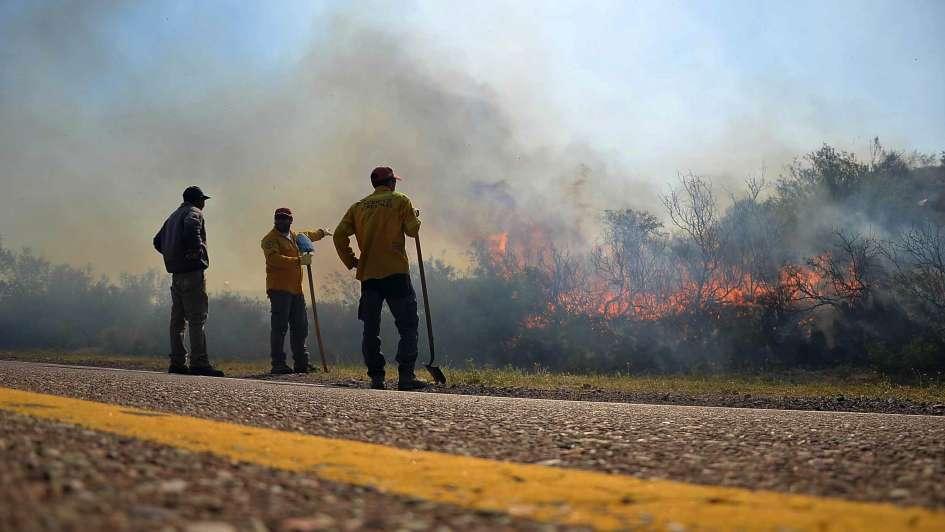 Tras el daño, los incendios dejan angustia y solidaridad
