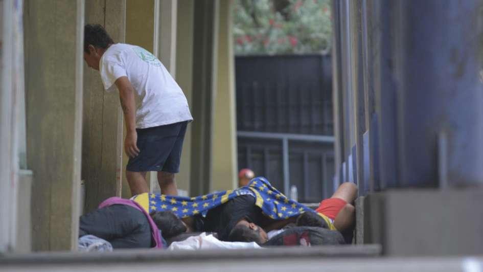 Hinchas de Boca pasaron la fría noche durmiendo en la calle