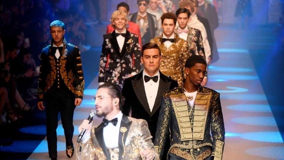 Paulo Dybala ahora es modelo y desfiló junto a Maluma