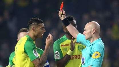 Chapron expulsó a Diego Carlos, luego de hacerlo caer.