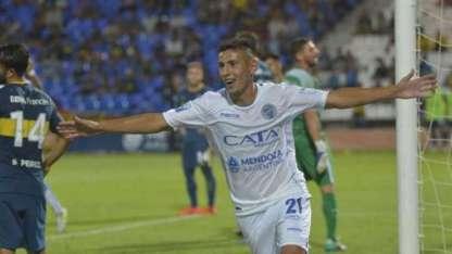 Fabricio Angileri festeja el tercer gol del Expreso.