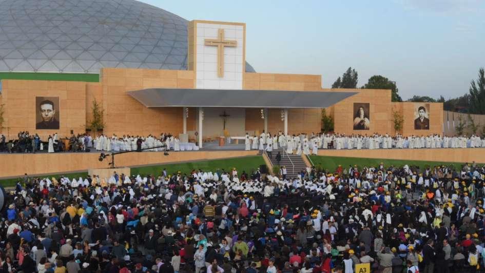 Ante 400.000 fieles, Francisco pidió en Santiago trabajar