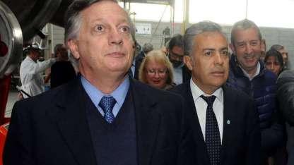 El ministro Aranguren y el jefe de la UCR, en Mendoza. Atrás, otro líder radical: Cobos.
