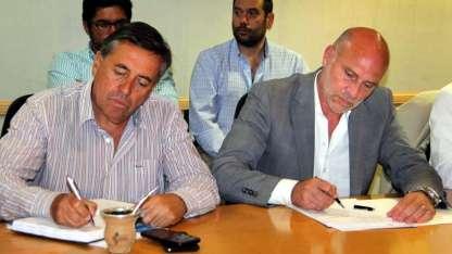 Sergio Marinelli, titular de Irrigación y el ministro Dalmiro Garay ayer en la reunión.