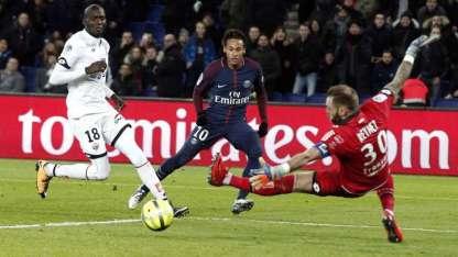 Neymar anotó cuatro tantos ante el Dijon.