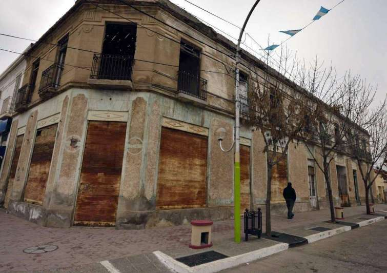 Polémica por la demolición del  viejo Hotel de los Inmigrantes