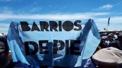 Miembros de las organización Barrios de Pie, viajaron hasta la patagonia trasandina para ver al Papa.