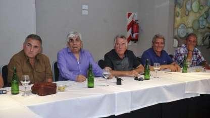 Los dirigentes sindicales con los que se reunieron hoy en un hotel del gremio gastronómico de Mar del Plata.