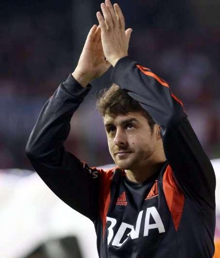 Marcelo Bielsa acompañó a Pablo Aimar en su emotiva despedida del fútbol
