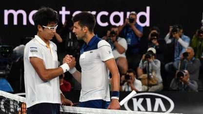 Djokovic saluda al surcoreano Chungm.