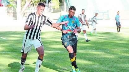 Palacios Alvarenga marcó los dos tantos del Lobo, en San Luis.