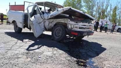 Los vehículos quedaron destrozados tras el violento impacto.