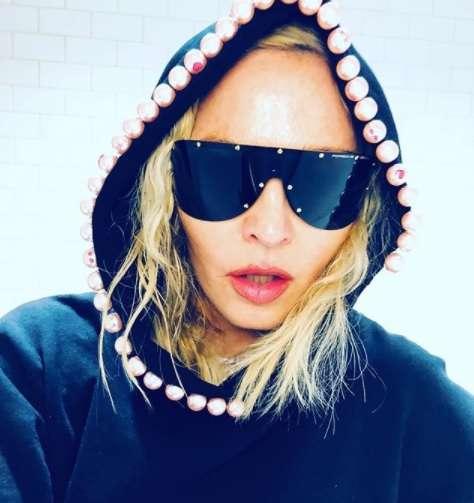Madonna enseña de mas y desata la polémica