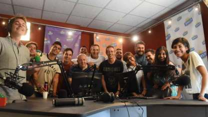 Todo el equipo de la Estación del Sol, que arranca su programación el lunes.