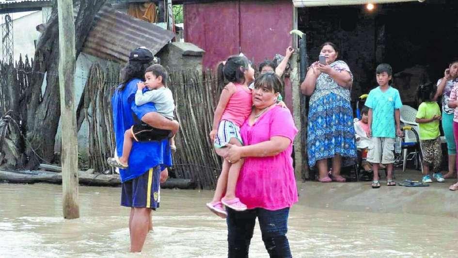 Miles de evacuados por la mayor crecida en una década del río Pilcomayo