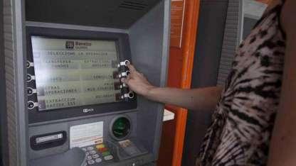 Los bancos tienen prohibido colocar portafolletos.