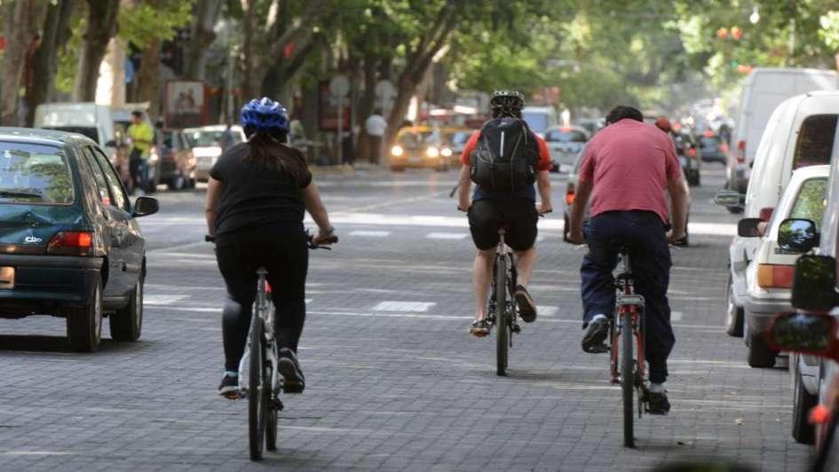 En ninguna ciudad amigable con la  bicicleta se exige el casco - Por Lucas Germán Burgos