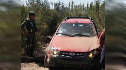 El auto que arrasó el control vial en San Rafael.