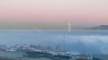 Una foto aérea tomada el 4 de enero de 2018 muestra un smog fotoquímico sobre la ciudad de Krasnoyarsk