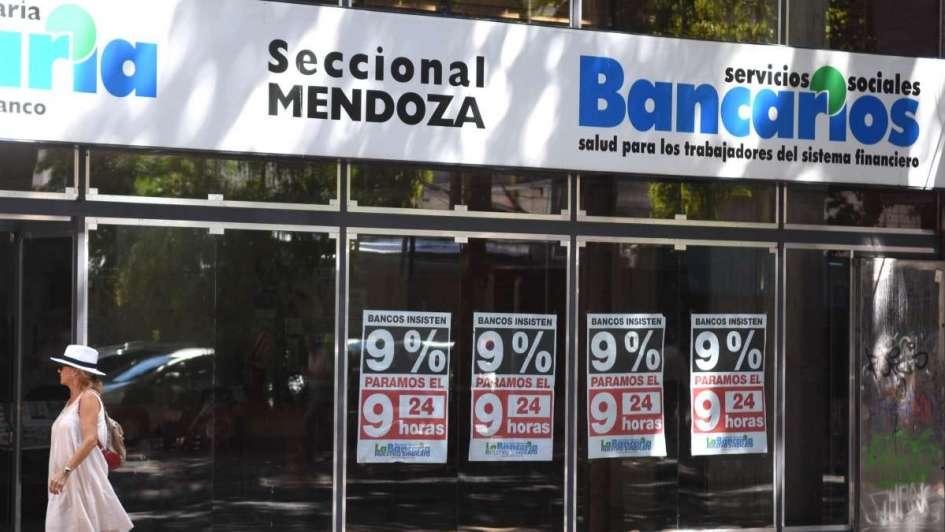 Hoy no abrieron los bancos por paro y no habrá actividad hasta el miércoles