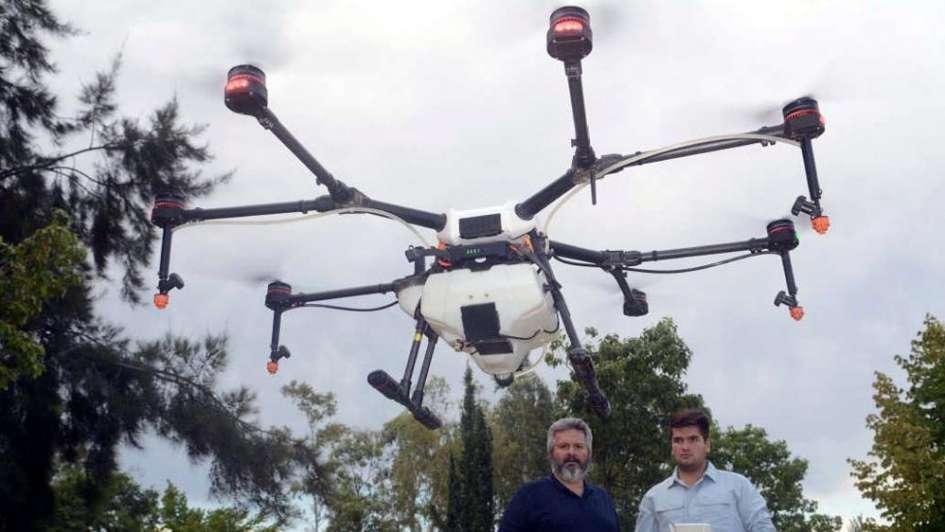 """Oscar Irusta: """"Fumigar con un dron puede valer  entre 50 y 100 dólares la hectárea"""""""