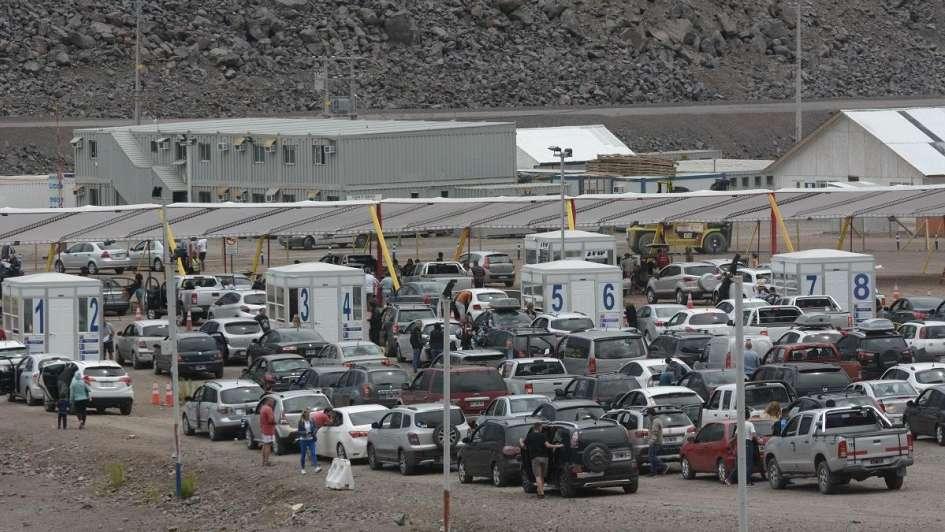 Para cruzar a Chile hay largas horas de espera — Finde largo