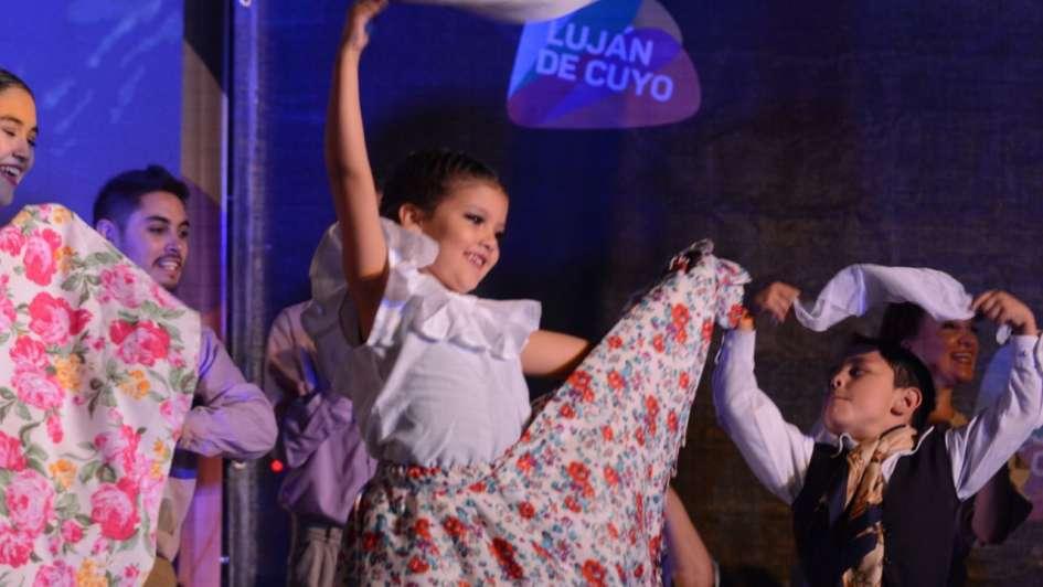 Luján de Cuyo coronó a Melina Pérez como su Reina 2018