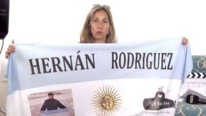 Marcela Moyano, esposa del marino alvearense Hernán Rodríguez.