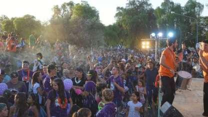 El parque San Vicente de Godoy Cruz estuvo repleto de gente con participación de bandas, murgas y comparsas.